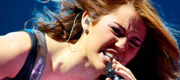 Miley Cyrus - Sam Borowski pod CC